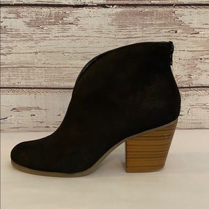 A2 BY AEROSOLES BLACK FAUX SUEDE ANKLE BOOT - 8